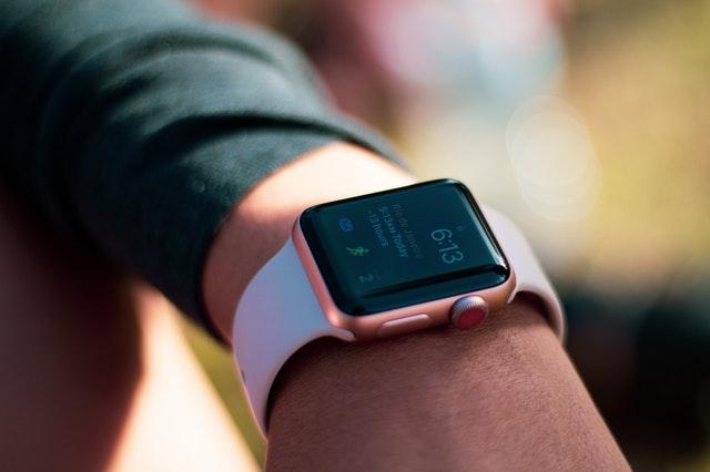 Smartwatch bliver stadig mere populært – Der findes smartwatches til alle
