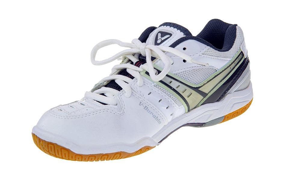 Pas på dine fødder: Find de rette badminton sko